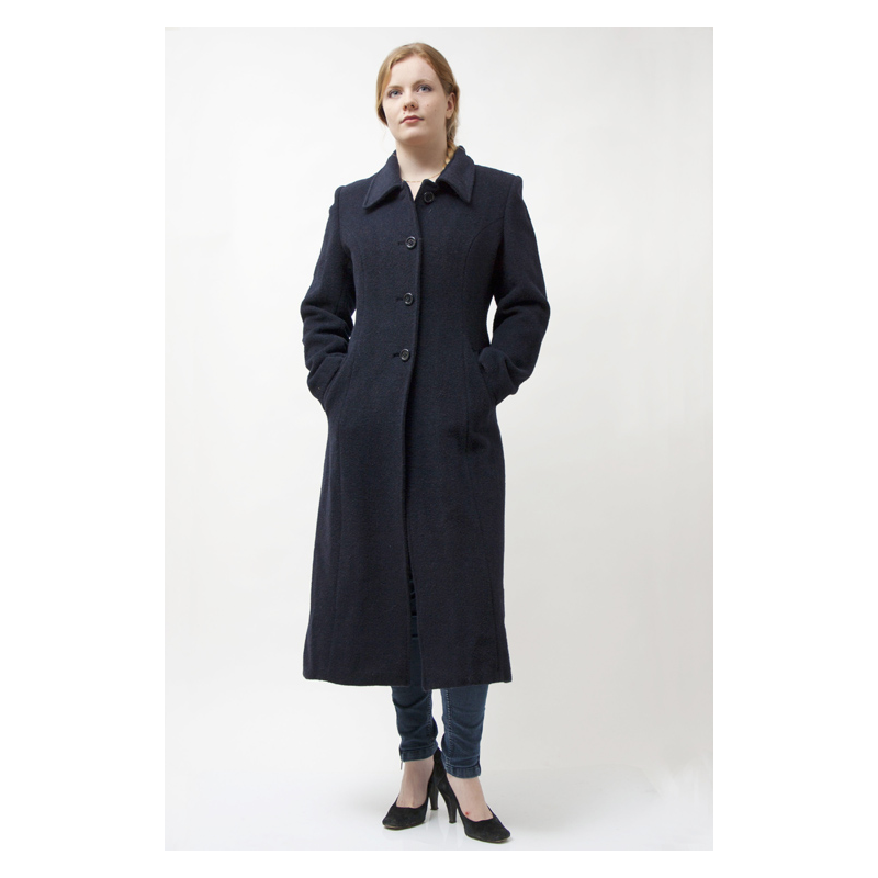 Women's long coats are the perfect outerwear items to get protection from the elements and make a fashion statement at the same time. Whether you are looking for women's long leather coats or want to add a quilted coat to your wardrobe, the vast inventory on eBay makes the search simple.